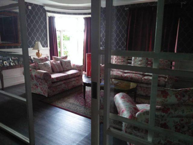 Dijual Rumah Mewah Plus Gudang di Cibubur (3)