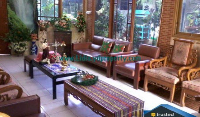 Rumah Mewah di Jalan Raya Lapangan Tembak Cibubur   Hub Lidia : 0822 2136 0606