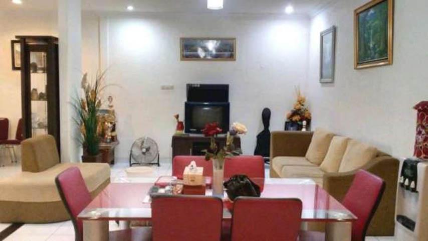 rumah dijual cepat 2 lantai terawat siap huni di kota wisata cibubur (2)