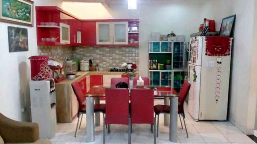 rumah dijual cepat 2 lantai terawat siap huni di kota wisata cibubur (3)