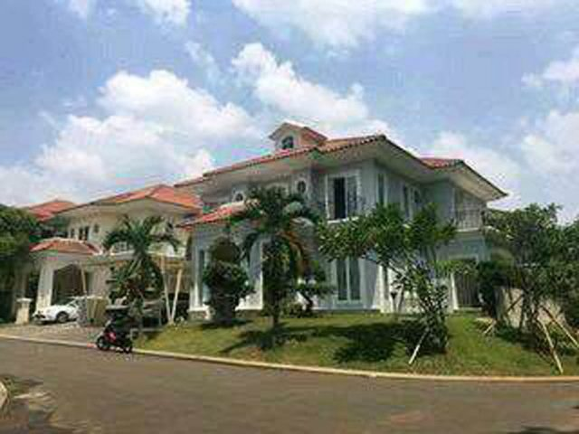 rumah mewah sudut di perumahan kota wisata cibubur (1)