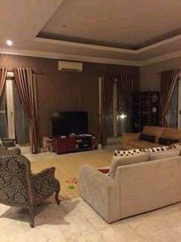 rumah mewah sudut di perumahan kota wisata cibubur (8)