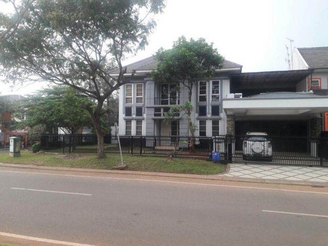 rumah posisi strategis di kota wisata cibubur-2