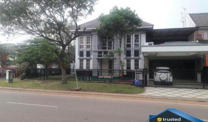 rumah posisi strategis di kota wisata cibubur   Hub Lidia : 0822 2136 0606