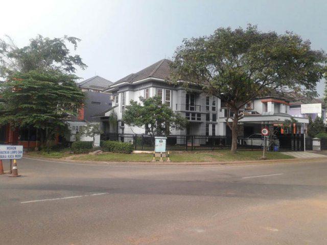 rumah posisi strategis di kota wisata cibubur-3