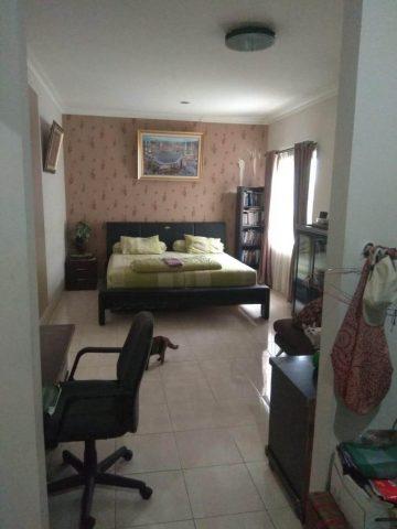 rumah siap huni 2 lantai terawat asri di kota wisata cibubur (4)